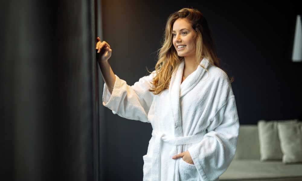 What are the benefits of a bathrobe?